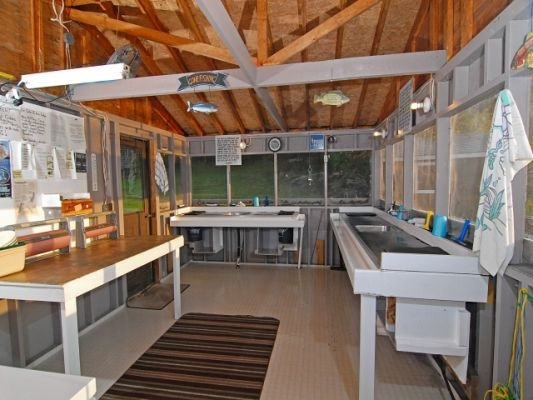 normal_Fish house-e